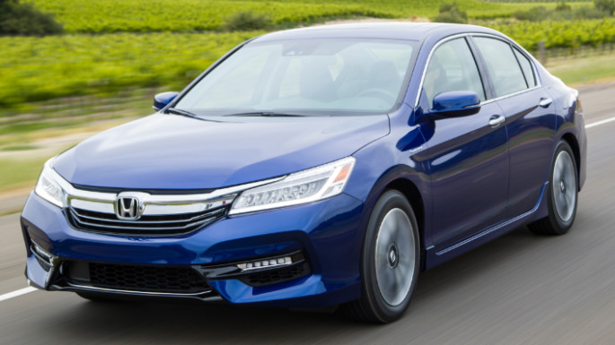 2017-honda-acccord-driving-image