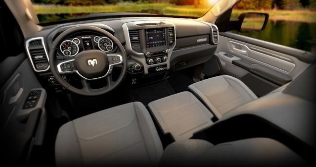 2019-ram-1500-interior1