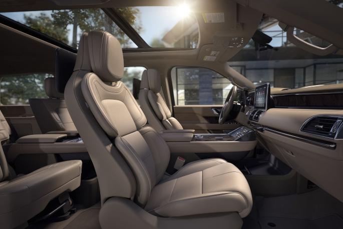 2019-lincoln-navigator-interior-1