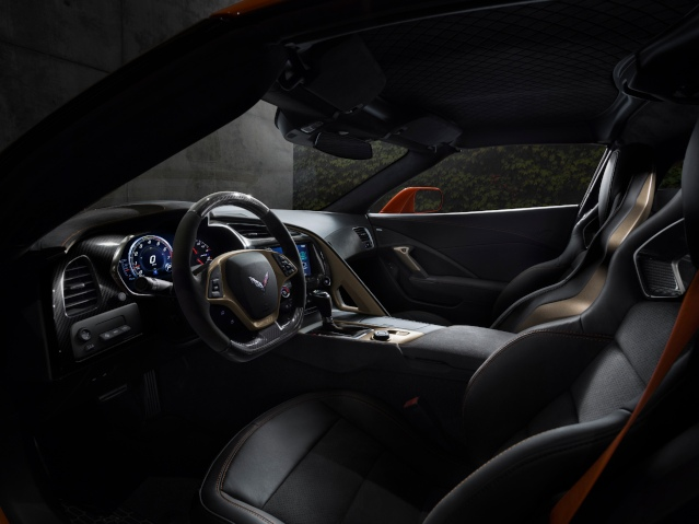 2019-chevy-corvette-interior2