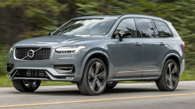 2020-volvo-xc90-driving-image