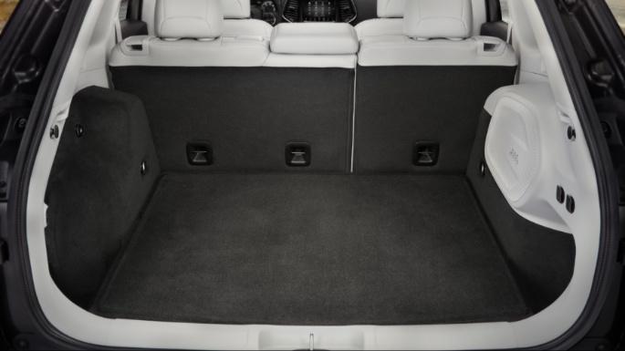 2021-jeep-cherokee-practicality-image