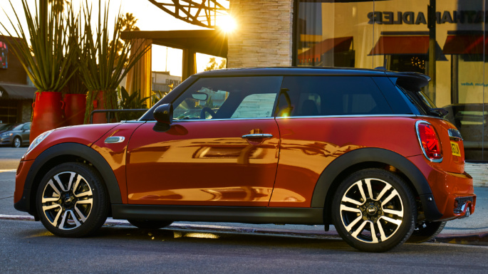 2019-mini-cooper-profile