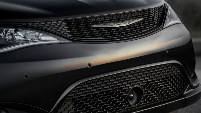 2020-chrysler-pacifica-image-15
