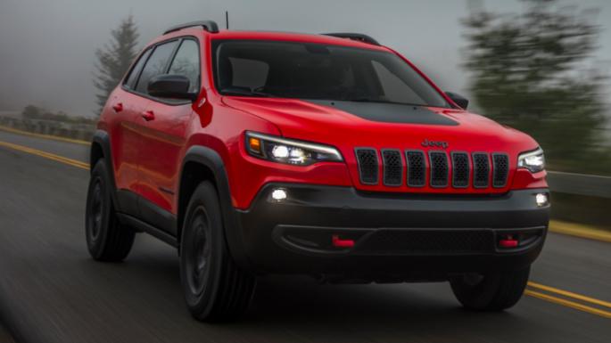 2021-jeep-cherokee-driving-image