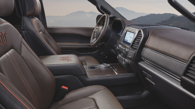 2021-ford-expedition-int