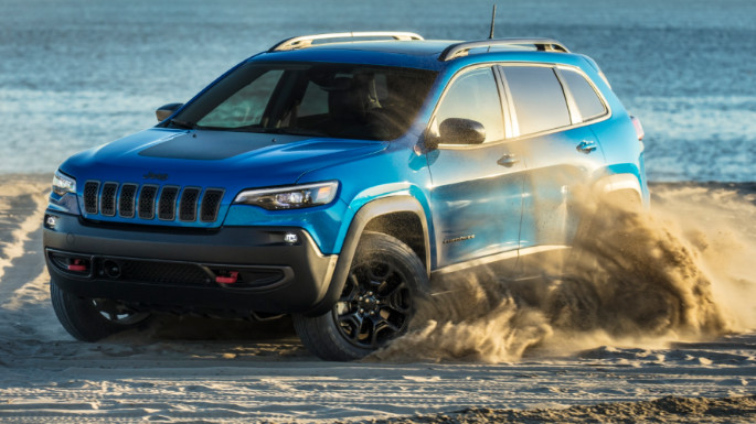 2020-jeep-cherokee-driving-experience-image