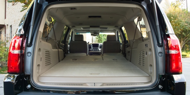 2019-chevy-suburban-interior3