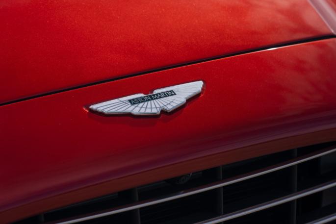 Aston Martin DBX 08