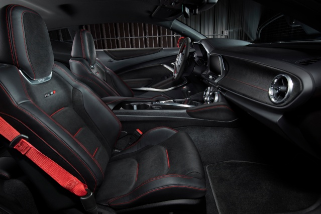2019-chevrolet-camaro-interior2