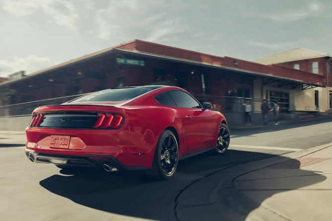 2019-ford-mustang-image-2