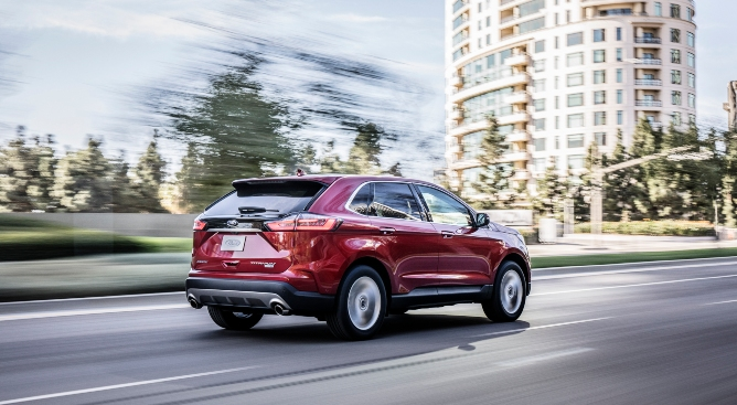 2019-ford-edge-image-2