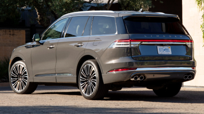 2020-lincoln-aviator-rear-image