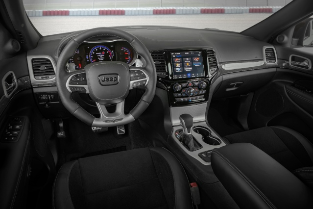 2019-jeep-grand-cherokee-interior2