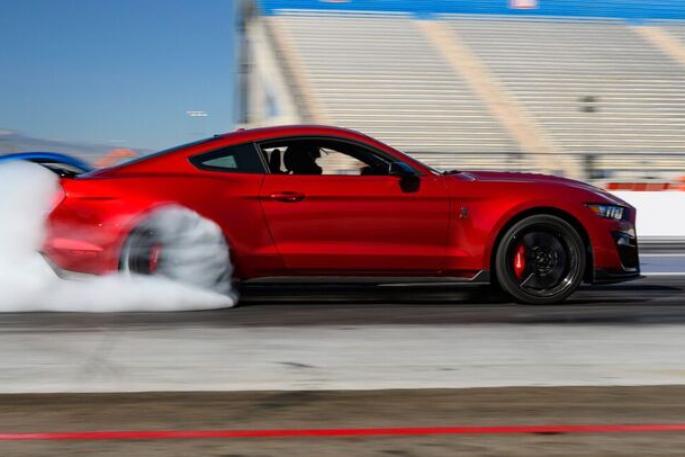 2020-ford-mustang-gt500-image-12