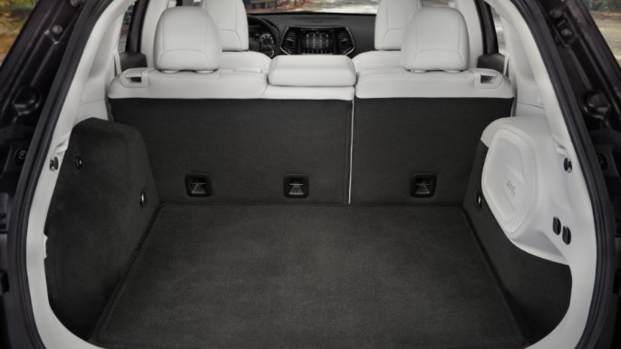 2020-jeep-cherokee-practicality-image