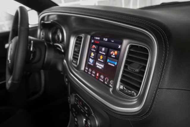 2019-dodge-charger-interior1