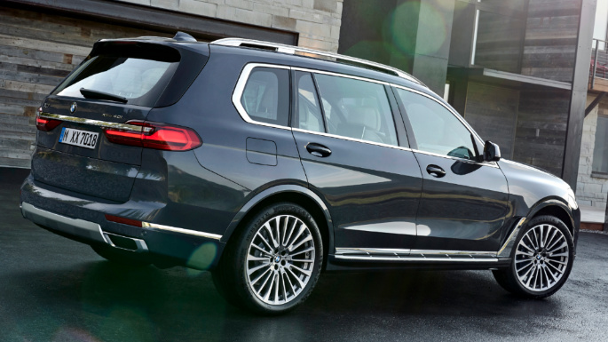2020-bmw- x7-rear-image