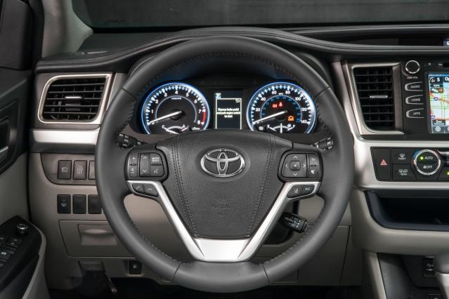 2019-toyota-highlander-interior1