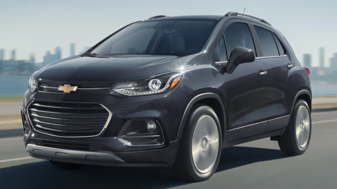 2020-chevrolet-trax-driving-image