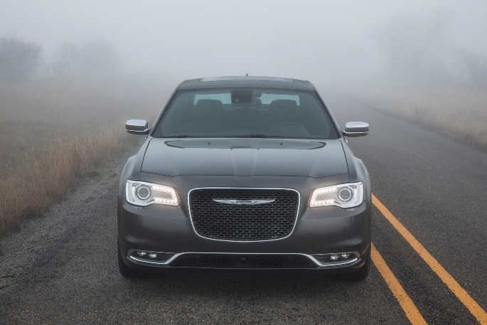 2019-chrysler-300-exterior-1