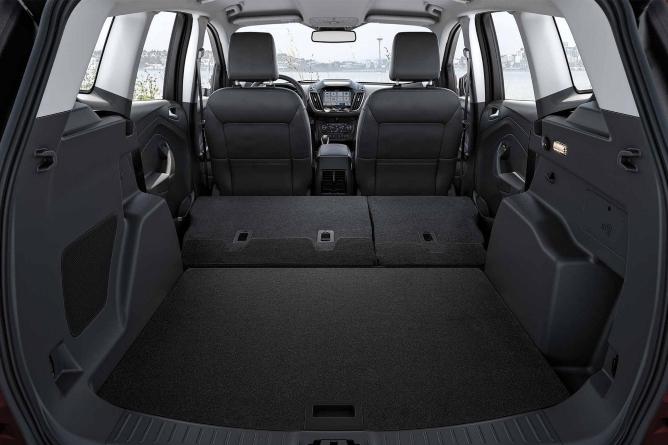 2019-ford-escape-interior-2