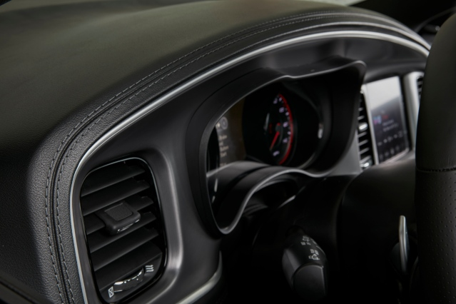 2019-dodge-charger-interior2