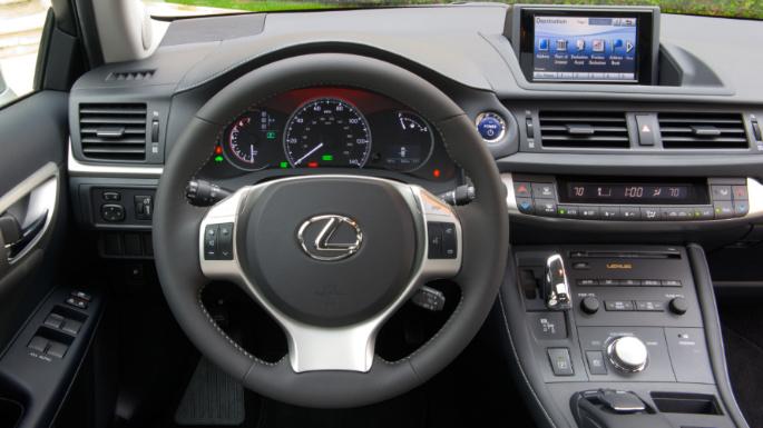 2012-lexus-ct-200h-int