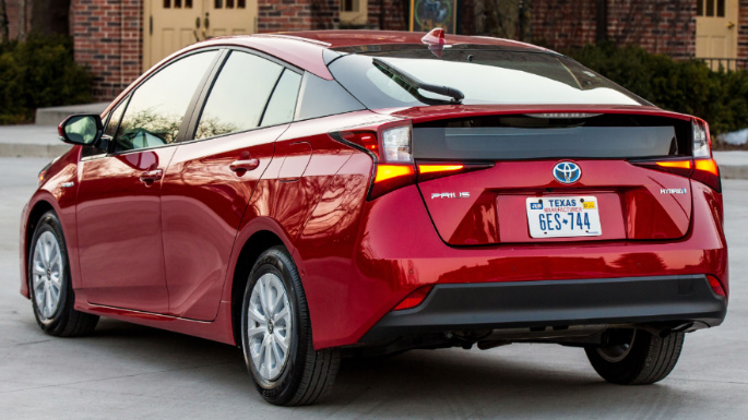 2020-toyota-prius-overview-image