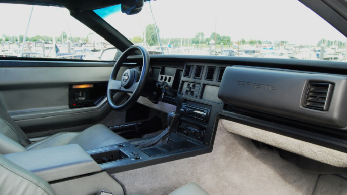 1984-chevrolet-corvette-int