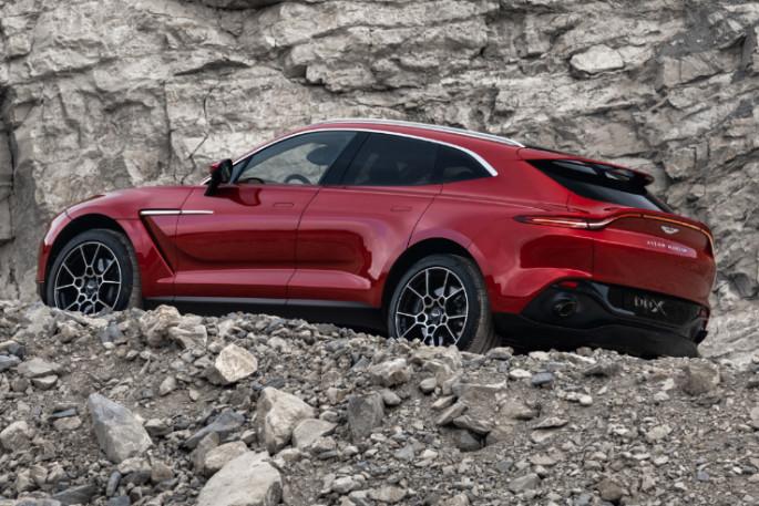 Aston Martin DBX 18