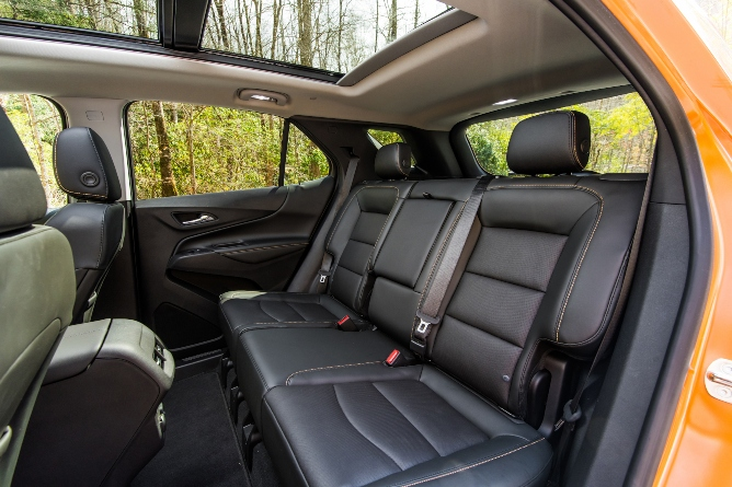 2019-chevy-equinox-interior-2